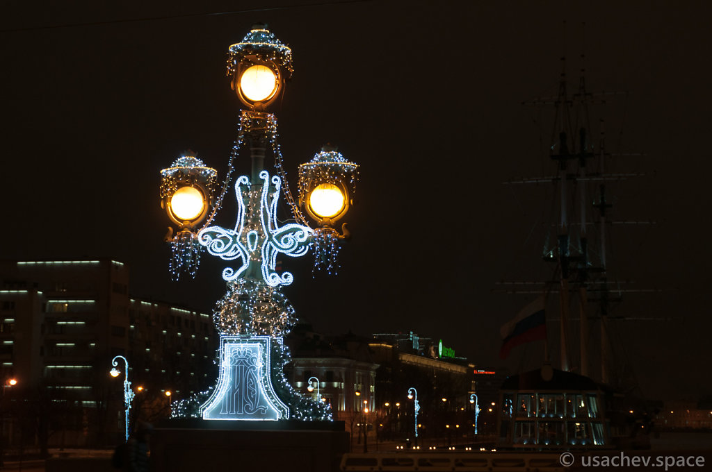A Lamp of The Trinity Bridge
